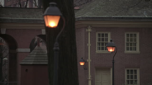 street lights surround independence hall in philadelphia. - independence hall stock videos & royalty-free footage