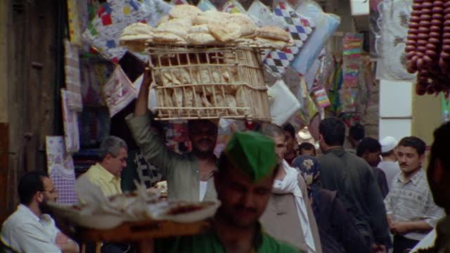 vídeos de stock, filmes e b-roll de ms, street market, cairo, egypt, ha, pan - egito