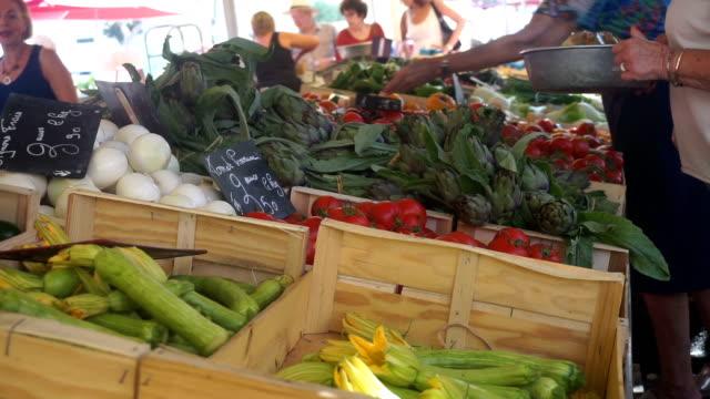 vidéos et rushes de marché de rue en france - marché
