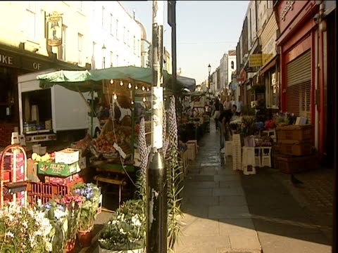 vídeos de stock e filmes b-roll de street market on portobello road - portobello