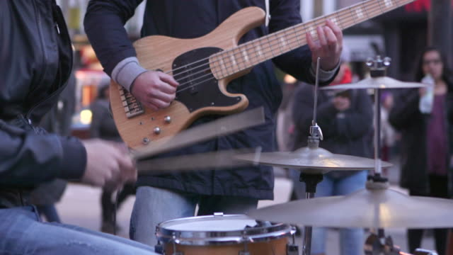 street music baskers - ミュージシャン点の映像素材/bロール