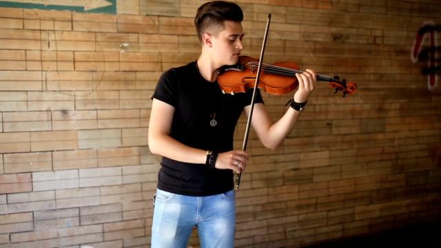 street musician playing violin - violin stock videos & royalty-free footage