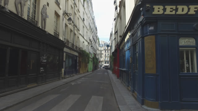 street of paris during confinement. under france's coronavirus pandemic lockdown. - world politics stock videos & royalty-free footage