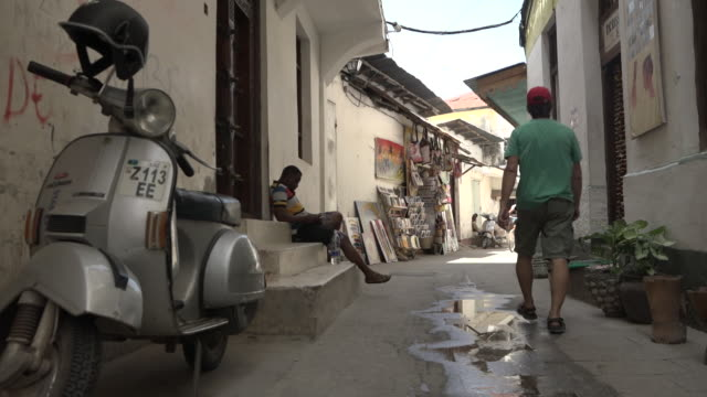 street of stone town on zanzibar - zanzibar archipelago stock videos & royalty-free footage