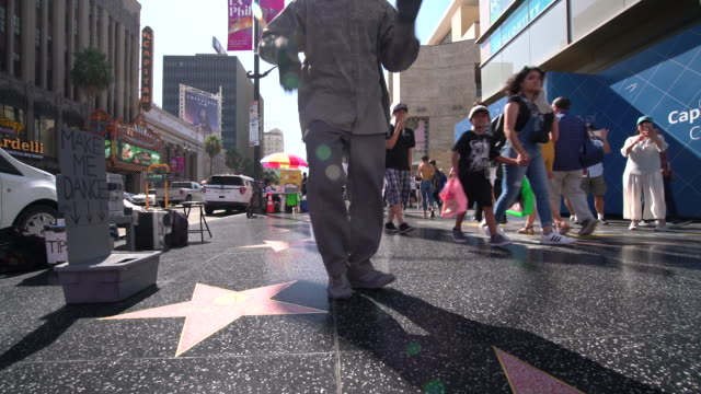 street performer - hollywood blvd - walk of fame stock videos & royalty-free footage