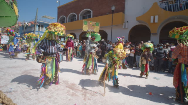 street performers in bright multi-colored costumes at the zoque coiteco parade in chiapas, mexico - traditional festival stock videos & royalty-free footage