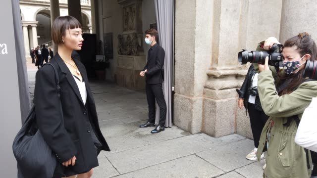 street photographers are photographing models after the max mara fashion show with the photographers who call her during the milan women's fashion... - milan fashion week stock videos & royalty-free footage