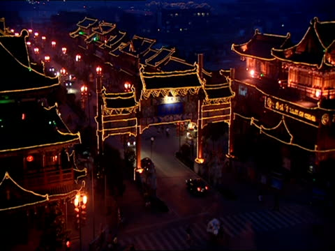 ha, pan, street scene at night, building outlined by illuminated strings of lights, kaifeng, china - fairy lights stock videos & royalty-free footage