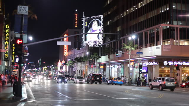 WS Street scene at night / Los Angeles, California, USA