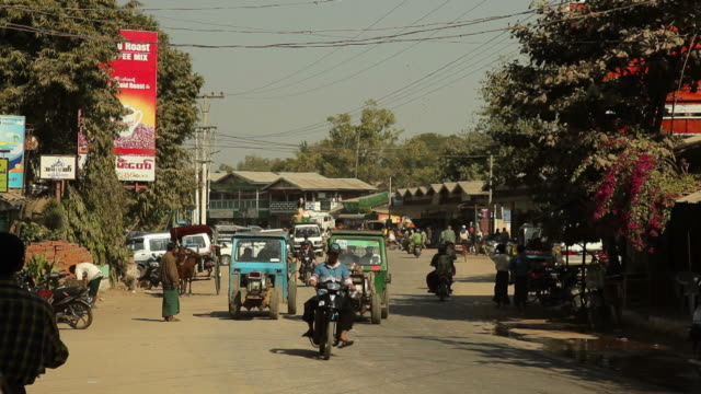 ws street scene / bagan, myanmar - auto rickshaw stock videos & royalty-free footage