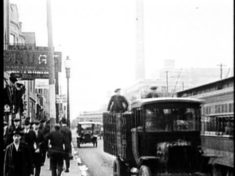 b/w, ms, street scene, detroit, 1900's, michigan, usa - tram stock videos & royalty-free footage