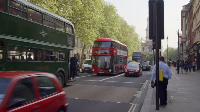 ws street scene during tube strike / london, england, united kingdom - autobus a due piani video stock e b–roll