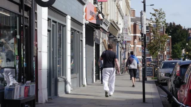 ストリートシーン bethnal green road でロンドン shoreditch (uhd - イーストロンドン点の映像素材/bロール