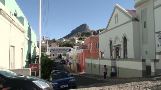 vidéos et rushes de ws street scene in bookaap, cape town, western cape, south africa - république d'afrique du sud