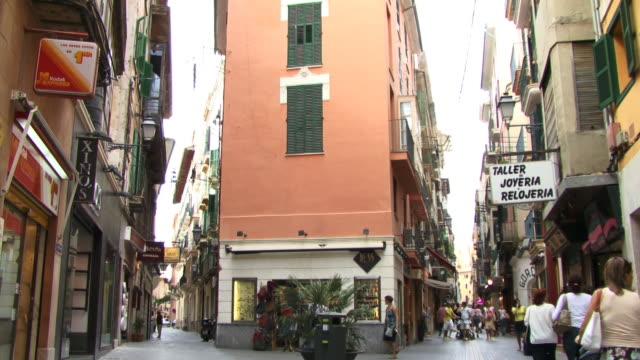 ms, tu, street scene in old town, spain, balearic islands, mallorca, palma - palma video stock e b–roll