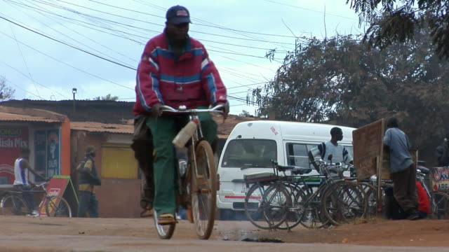 ws, street scene, lilongwe, malawi - malawi stock videos & royalty-free footage