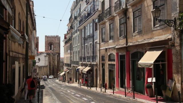 ws street scene / lisbon, portugal - auto rickshaw stock videos & royalty-free footage