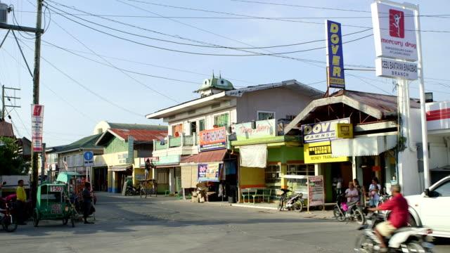 vídeos y material grabado en eventos de stock de a street scene of downtown bantayan - letrero de tienda