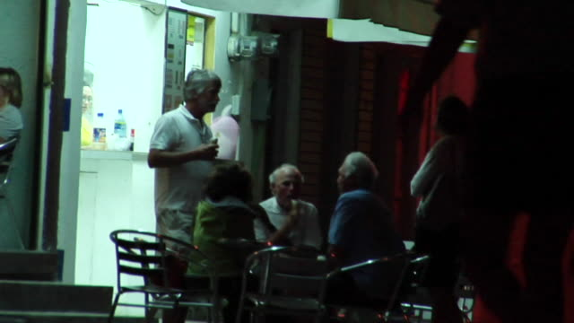 ms street scene of people congregating and conversing at night, isla mujeres, quintana roo, mexico - tre quarti video stock e b–roll