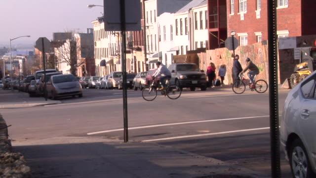 ds, ws, street scene, park slope, brooklyn, new york city, new york, usa - dolly shot点の映像素材/bロール