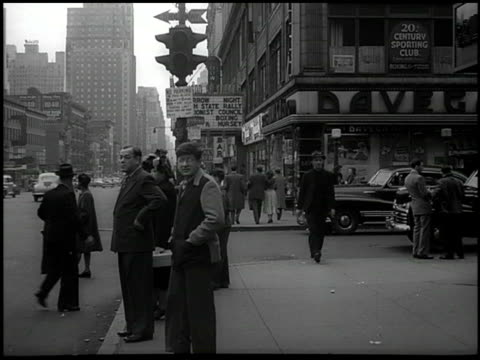 vídeos de stock, filmes e b-roll de street scene people walking sidewalk others on corner '20th century sporting club' sign in second floor window ha ws '20th century sporting club mike... - 1948