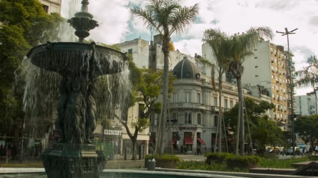 vidéos et rushes de street scene, shot in buenos aires, on the 29th of july, 2014. - buenos aires