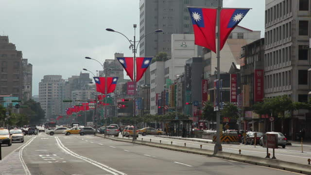 ws street scene / taipei, taiwan - taiwanese flag stock videos & royalty-free footage
