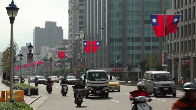 vidéos et rushes de ws street scene / taipei, taiwan - taipei