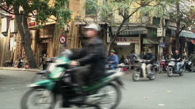 ws street scene with large group of mopeds, hanoi, vietnam - vietnam stock videos & royalty-free footage