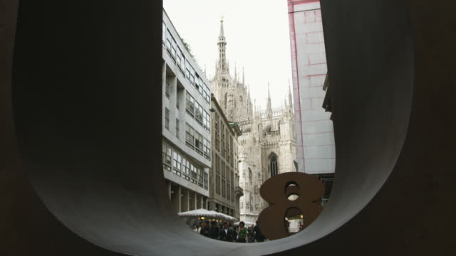 ms street scene with number 8 sculpture / milan, italy - numero 8 video stock e b–roll