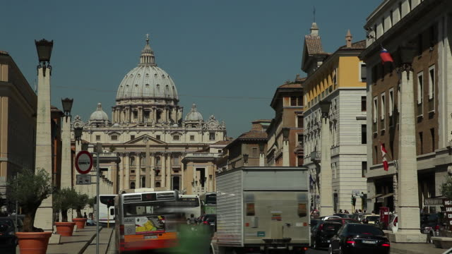 WS Street scene with St Peter's Basilica in background / Rome, Italy