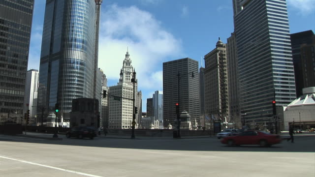 WS Street scene with Wrigley Building, Chicago, Illinois, USA