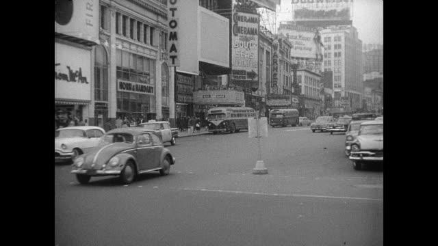 street scenes and cinerama 'south seas adventure' - anno 1958 video stock e b–roll