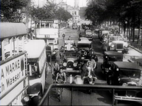 stockvideo's en b-roll-footage met street scenes / berlin, germany - 1936