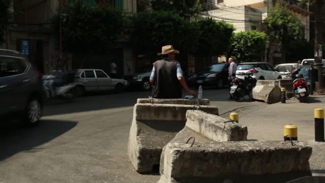 vidéos et rushes de street scenes from hamra district, beirut, lebanon on thursday, september 12, 2019. - façade