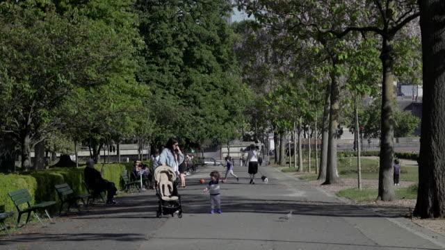 "vidéos et rushes de street scenes in paris during the coronavirus lockdown people enjoying their daily exercise - ""bbc news"""
