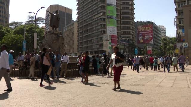 street scenes in the central business district of nairobi, kenya - ナイロビ点の映像素材/bロール