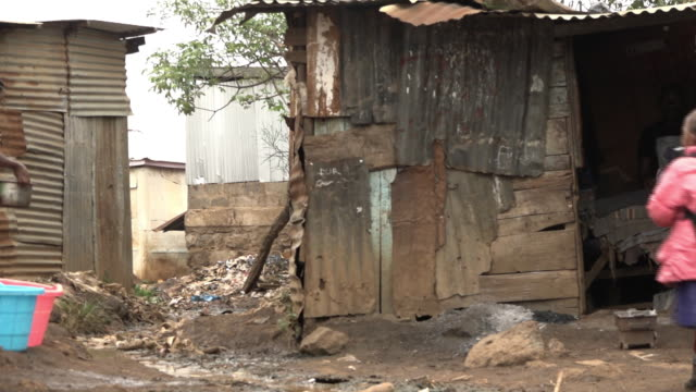 vídeos y material grabado en eventos de stock de street scenes of the kiandutu slum in thika a suburb of kenya's capital nairobi - desempleo