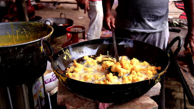street seller frying pakode - vender stock videos and b-roll footage
