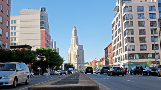 a street shot of brooklyn with the iconic williamsburg savings bank tower in the background. - etablera scenen bildbanksvideor och videomaterial från bakom kulisserna