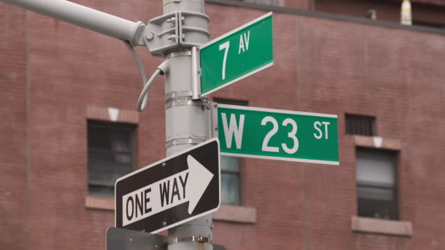 street sign 23rd and 7th ave - zahl 7 stock-videos und b-roll-filmmaterial