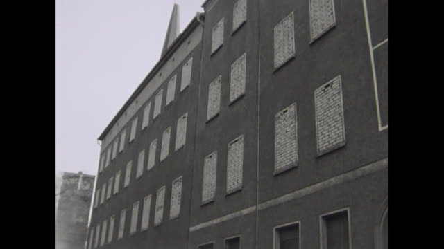 stockvideo's en b-roll-footage met street sign ackerstraße bernauer straße famous place with famous buildings with bricked windows propaganda sign referes to the famous picture of the... - street name sign