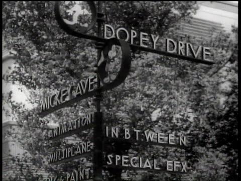 vídeos de stock, filmes e b-roll de 1943 cu street sign at walt disney animation studios featuring dopey drive and mickey ave. / hollywood, california, united states - walt disney animation studios