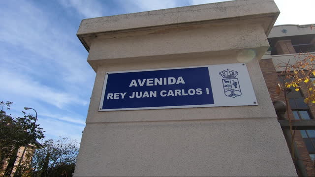 stockvideo's en b-roll-footage met madrid spain october 30 a street sign marks the name of juan carlos i avenue on november 1 in majadahonda madrid spain some cities and municipalities... - street name sign