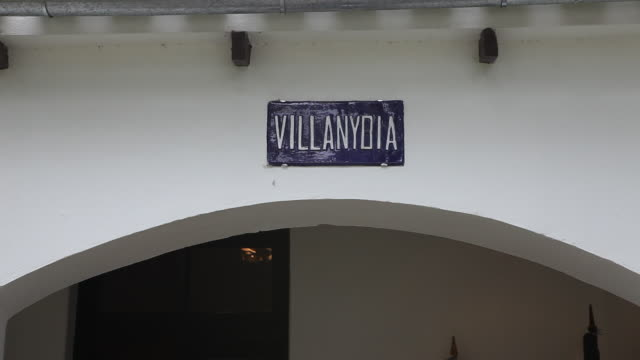 "street sign with the name villanydia in at the che guevara museum in alta gracia, cordoba, argentina, where ernesto ""che"" guevara, spent 12 years in... - street name sign stock videos & royalty-free footage"