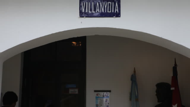 stockvideo's en b-roll-footage met alta gracia argentina february 08 2012 street sign with the name villanydia in at the che guevara museum in alta gracia cordoba argentina where... - street name sign