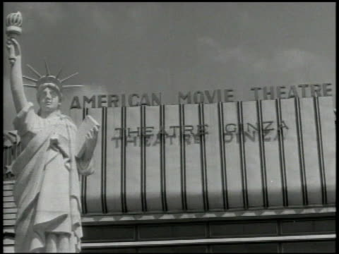 vídeos de stock, filmes e b-roll de street signs 'ginza avenue' 'z avenue' crowded city streets w/ billboards 'american movie theater w/ statue of liberty statue billboards for american... - réplica da estátua da liberdade réplica