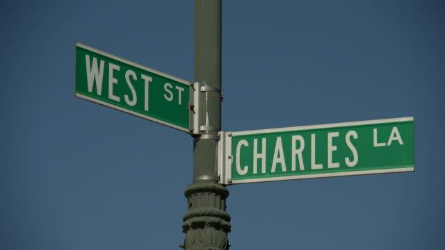 vídeos de stock e filmes b-roll de street signs west street and charles lane - escrita ocidental