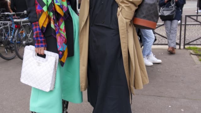 FRA: Street Style - Paris Fashion Week Womenswear Fall/Winter 2020/2021