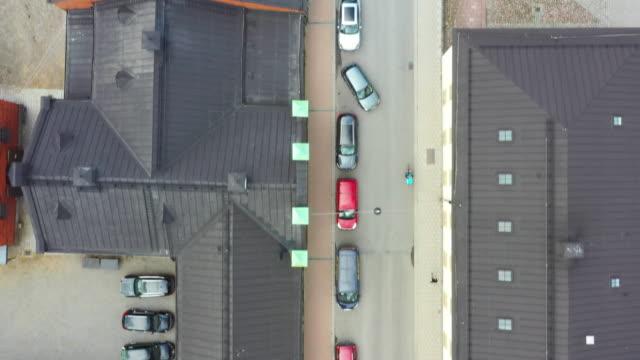 stockvideo's en b-roll-footage met de hoogste mening van de straat in centraal stockholm - parkeren